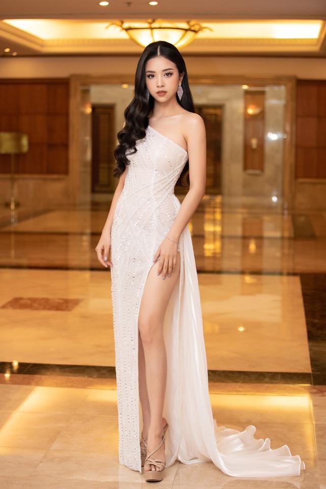 Dàn Hoa hậu đồng loạt diện váy xẻ cao đọ chân dài tại Họp báo Hoa hậu Việt Nam 2020 - Ảnh 5.