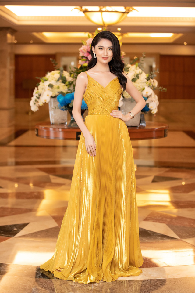 Dàn Hoa hậu đồng loạt diện váy xẻ cao đọ chân dài tại Họp báo Hoa hậu Việt Nam 2020 - Ảnh 13.