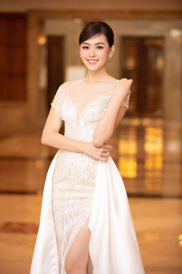 Dàn Hoa hậu đồng loạt diện váy xẻ cao đọ chân dài tại Họp báo Hoa hậu Việt Nam 2020 - Ảnh 10.
