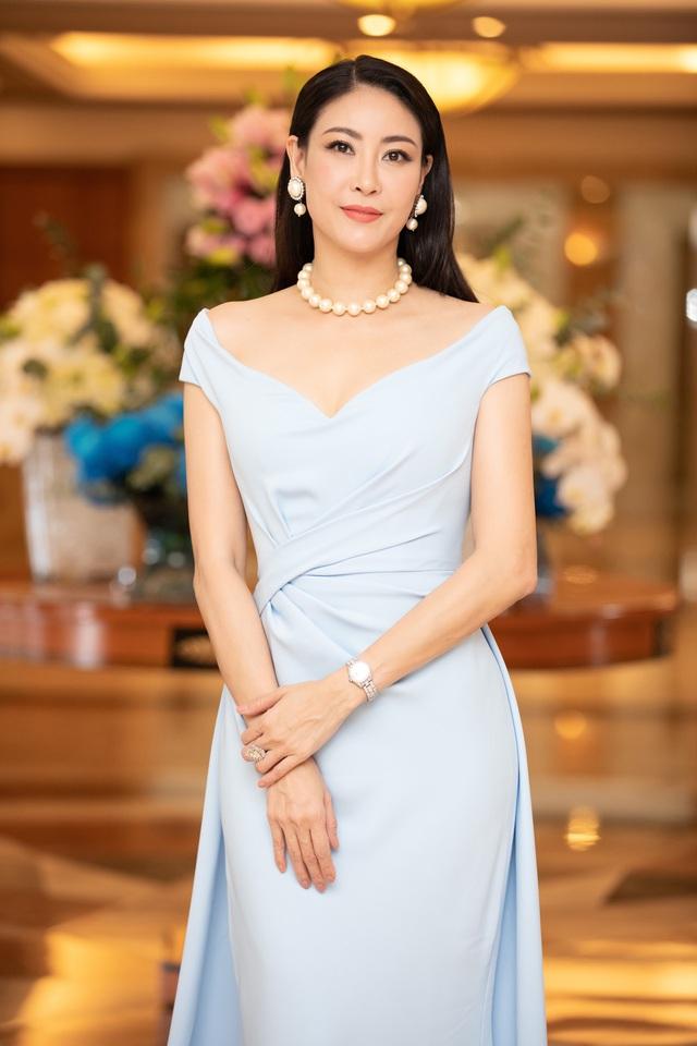 Dàn Hoa hậu đồng loạt diện váy xẻ cao đọ chân dài tại Họp báo Hoa hậu Việt Nam 2020 - Ảnh 12.