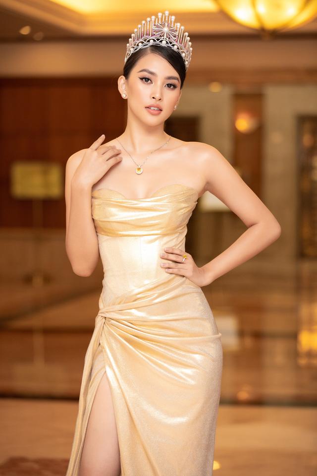Dàn Hoa hậu đồng loạt diện váy xẻ cao đọ chân dài tại Họp báo Hoa hậu Việt Nam 2020 - Ảnh 3.