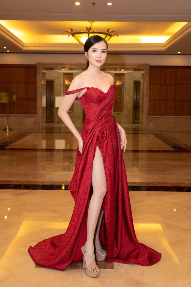 Dàn Hoa hậu đồng loạt diện váy xẻ cao đọ chân dài tại Họp báo Hoa hậu Việt Nam 2020 - Ảnh 14.