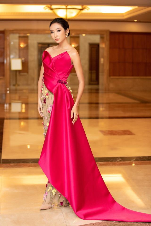 Dàn Hoa hậu đồng loạt diện váy xẻ cao đọ chân dài tại Họp báo Hoa hậu Việt Nam 2020 - Ảnh 15.