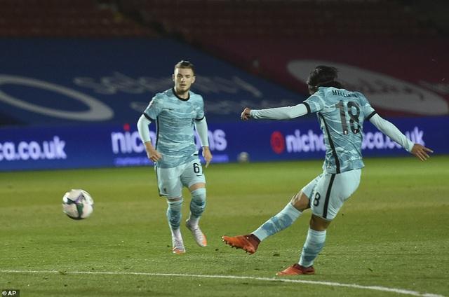 Lincoln City 2-7 Liverpool: Thắng lợi tưng bừng cho The Kop - Ảnh 2.
