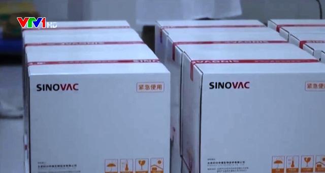 Các dây chuyền sản xuất vaccine COVID-19 ở Trung Quốc hoạt động hết công suất - Ảnh 1.