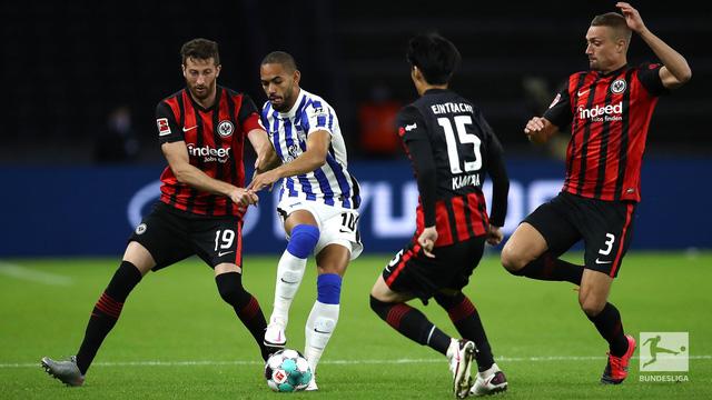 Giành 3 điểm trước Hertha Berlin, Frankfurt vượt mặt Bayern, Dortmund để dẫn đầu Bundesliga - Ảnh 2.