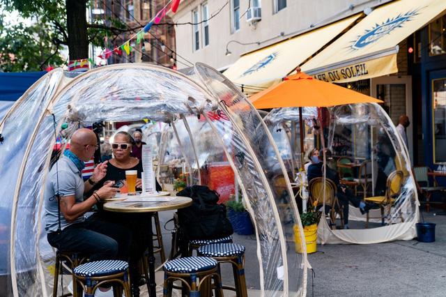 Ý tưởng 'bong bóng' cứu sống nhà hàng New York (Mỹ) trong mùa COVID - ảnh 1