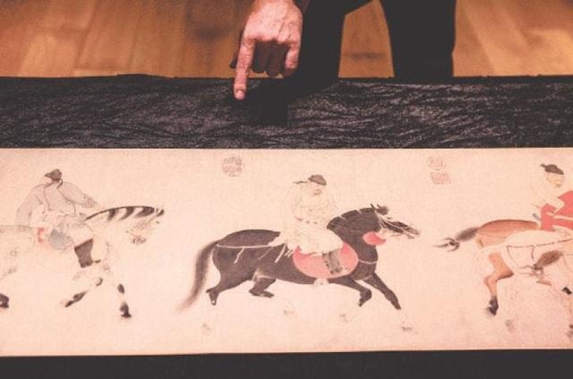Chiêm ngưỡng tranh cuộn Trung Hoa 700 năm tuổi trị giá Hơn 213 tỷ VND - Ảnh 1.