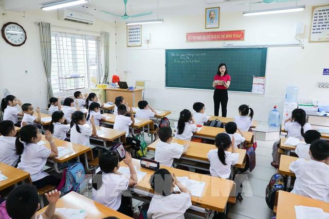 Bộ GD&ĐT yêu cầu khắc phục tình trạng sĩ số học sinh vượt quá quy định - Ảnh 1.