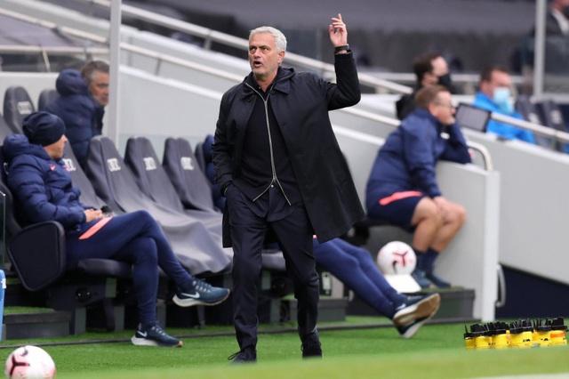 Mourinho đá xoáy FA sau trận thua Newcastle - Ảnh 1.