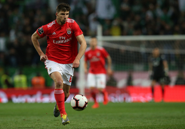Manchester City đạt thỏa thuận chiêu mộ trung vệ của Benfica - Ảnh 1.