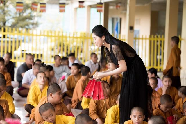 Hoa hậu Tô Diệp Hà mang Trung thu ấm áp cho trẻ em cơ nhỡ - Ảnh 2.