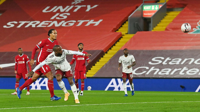 Liverpool 3-1 Arsenal: Nhà ĐKVĐ khẳng định sức mạnh! - Ảnh 1.