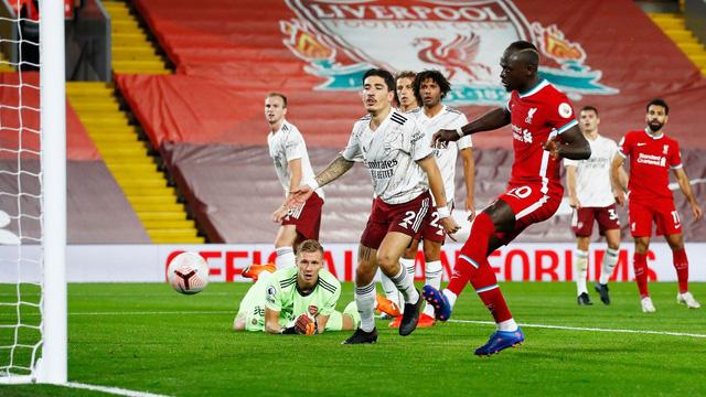 Liverpool 3-1 Arsenal: Nhà ĐKVĐ khẳng định sức mạnh! - Ảnh 2.