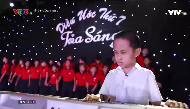 Điều ước thứ 7: Cậu bé khuyết tật đôi mắt đam mê những phím đàn - Ảnh 7.