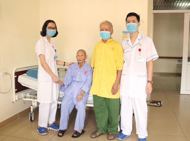 Hồi sinh hai cụ bà 103 và 111 tuổi bị nhồi máu cơ tim - Ảnh 1.