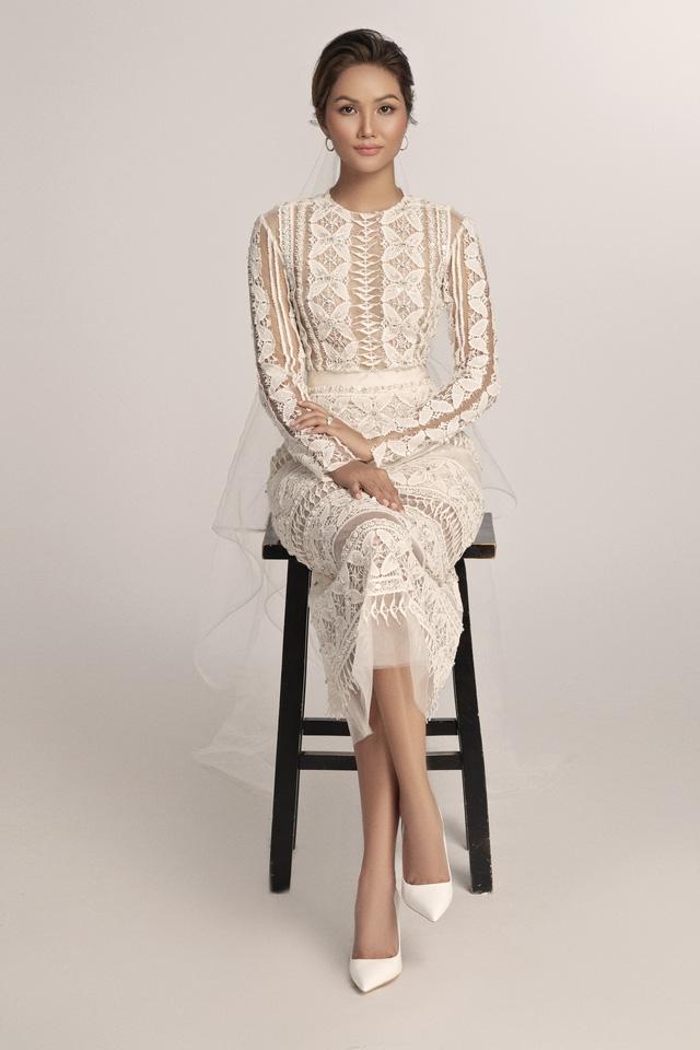 Diện váy cưới xuyên thấu, cô dâu HHen Niê vẫn rất thanh lịch - Ảnh 4.