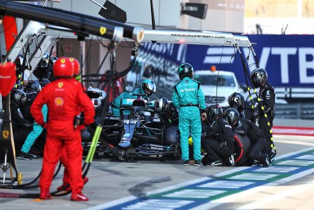 Vì sao Lewis Hamilton bị phạt 10 giây tại GP Nga? - Ảnh 1.