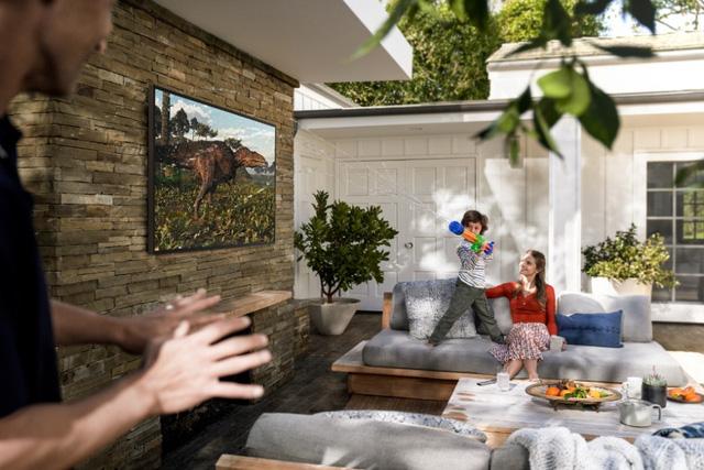TV QLED ngoài trời đầu tiên trên thế giới ra mắt tại thị trường Việt Nam - Ảnh 2.