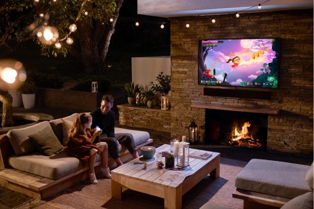 TV QLED ngoài trời đầu tiên trên thế giới ra mắt tại thị trường Việt Nam - Ảnh 3.