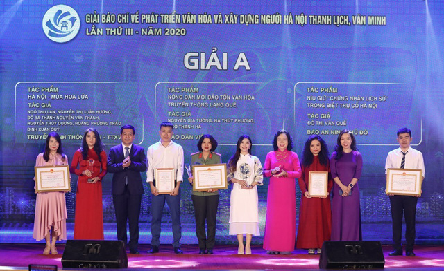 Hà Nội trao thưởng 2 giải báo chí về xây dựng Đảng và phát triển văn hóa - Ảnh 2.
