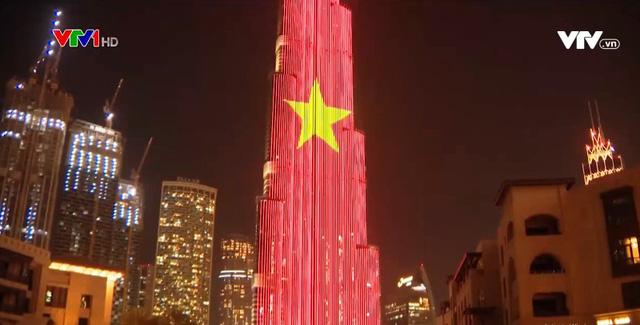 Quốc kỳ Việt Nam tung bay tại Dubai - Ảnh 1.