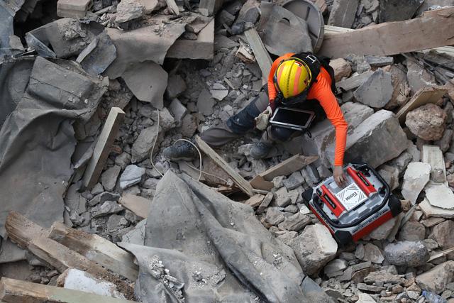 Lebanon phát hiện hơn 4 tấn hóa chất amoni nitrat gây nổ gần cảng Beirut - Ảnh 1.