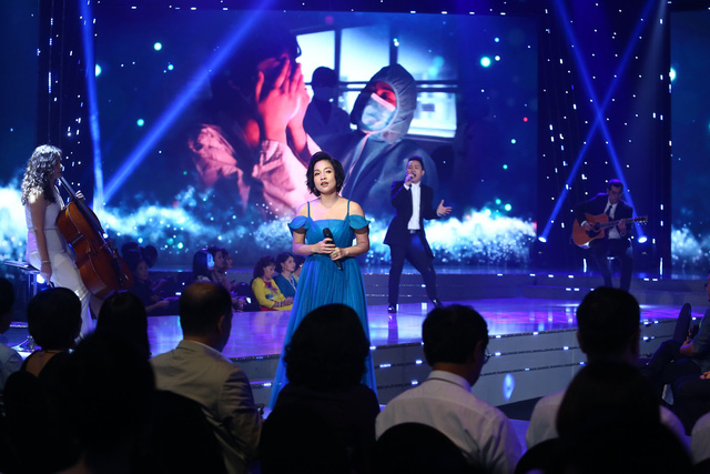 Lắng đọng với tiết mục của Mỹ Linh - Tùng Dương tại VTV Awards 2020 - Ảnh 1.