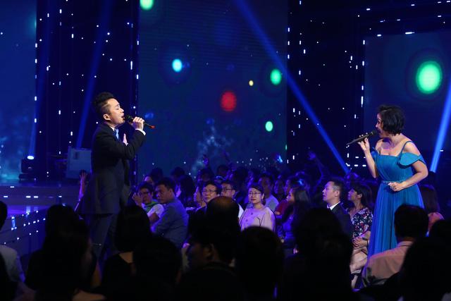 Lắng đọng với tiết mục của Mỹ Linh - Tùng Dương tại VTV Awards 2020 - Ảnh 3.