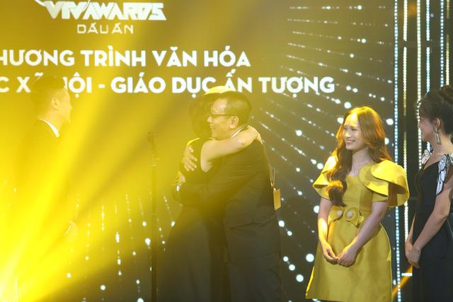 Quán thanh xuân: Về nhà xem phim chiến thắng ở VTV Awards 2020 - Ảnh 4.