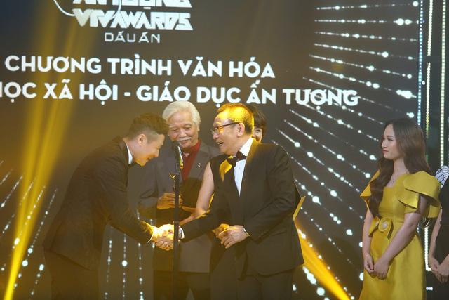 Quán thanh xuân: Về nhà xem phim chiến thắng ở VTV Awards 2020 - Ảnh 5.