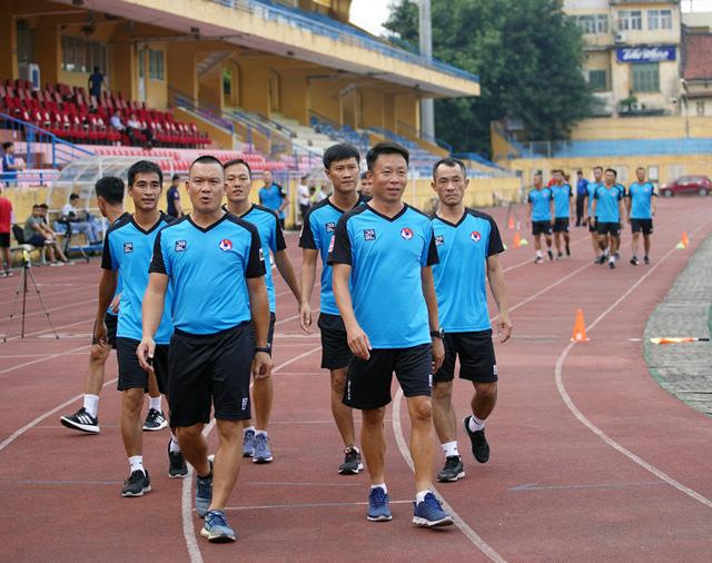 2 trợ lý trọng tài không vượt qua được bài kiểm tra thể lực trong đợt tập huấn giữa mùa giải - Ảnh 4.