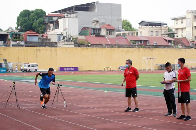 2 trợ lý trọng tài không vượt qua được bài kiểm tra thể lực trong đợt tập huấn giữa mùa giải - Ảnh 1.