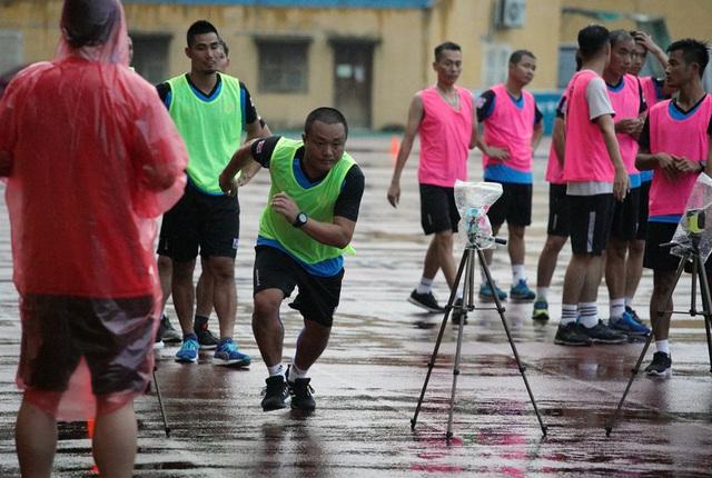 2 trợ lý trọng tài không vượt qua được bài kiểm tra thể lực trong đợt tập huấn giữa mùa giải - Ảnh 2.