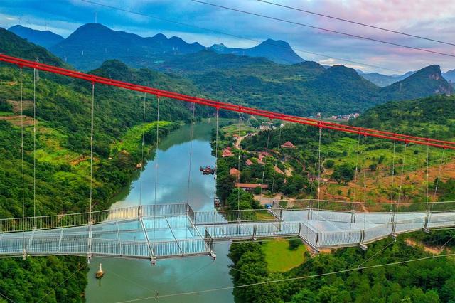Ra mắt cây cầu thủy tinh phá kỷ lục thế giới mới - Ảnh 1.