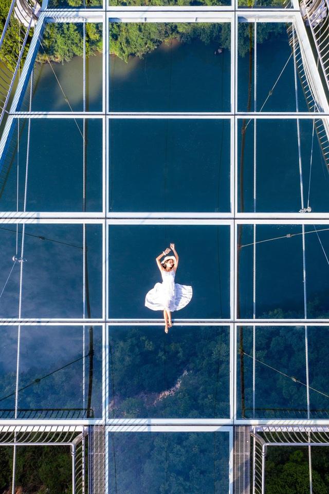 Ra mắt cây cầu thủy tinh phá kỷ lục thế giới mới - ảnh 3