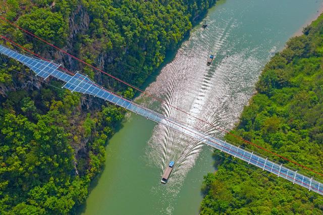 Ra mắt cây cầu thủy tinh phá kỷ lục thế giới mới - ảnh 4
