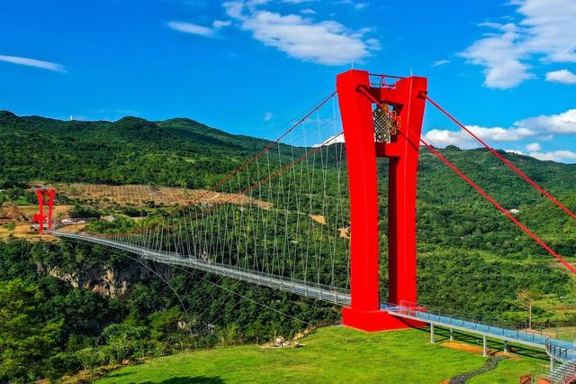 Ra mắt cây cầu thủy tinh phá kỷ lục thế giới mới - ảnh 5