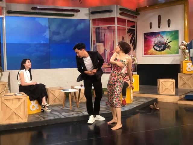 Cười té ghế với màn hoán đổi vai diễn của Hồng Diễm - Xuân Nghị - Ảnh 2.