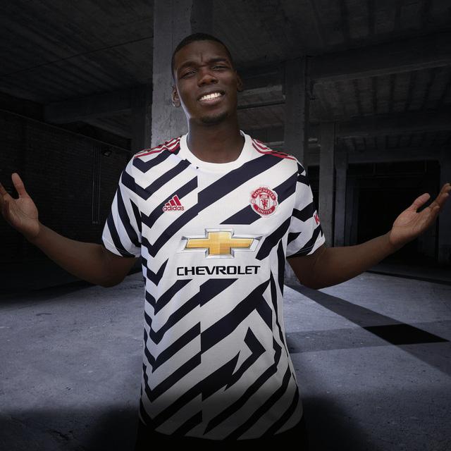 Cận cảnh áo đấu phong cách ngựa vằn của Man Utd - Ảnh 5.