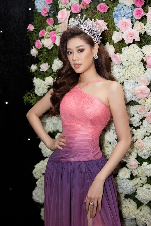 """Hoa hậu Khánh Vân xuất hiện rạng rỡ với vương miện """"trái tim dũng cảm"""" - Ảnh 4."""