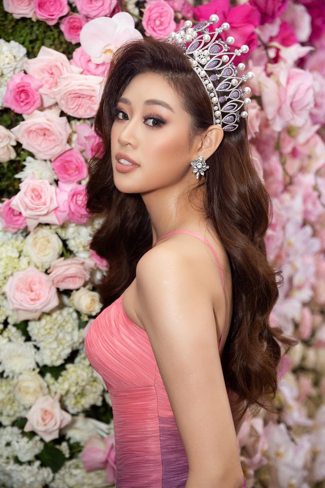 """Hoa hậu Khánh Vân xuất hiện rạng rỡ với vương miện """"trái tim dũng cảm"""" - Ảnh 7."""