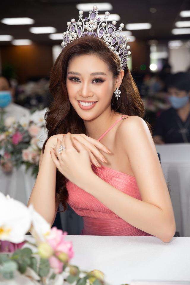 """Hoa hậu Khánh Vân xuất hiện rạng rỡ với vương miện """"trái tim dũng cảm"""" - Ảnh 3."""