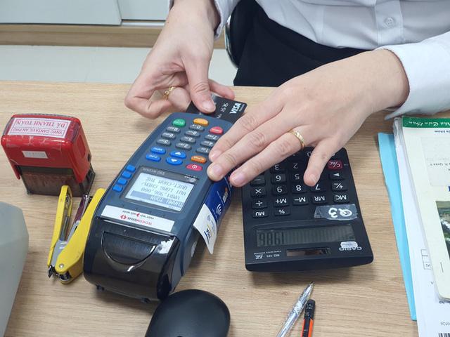 Ngăn chặn giao dịch thẻ ngân hàng liên quan đến cá độ, cờ bạc - Ảnh 1.