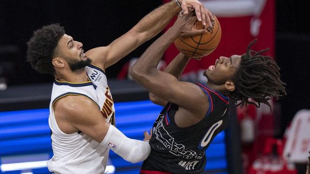 Philadelphia 76ers thi đấu với chỉ... 7 cầu thủ - Ảnh 1.