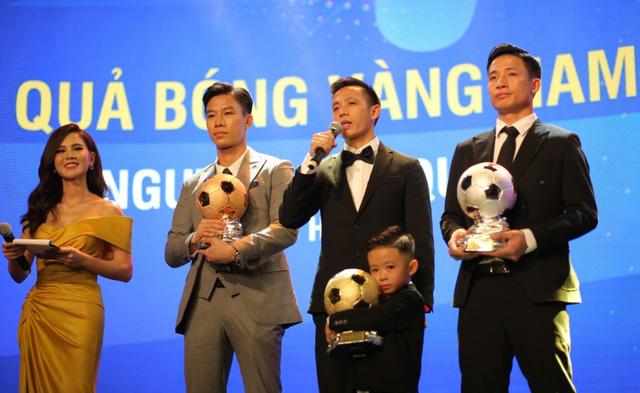 Gala trao giải Quả bóng vàng Việt Nam 2020: Văn Quyết giành quả bóng vàng Việt Nam 2020 - Ảnh 1.