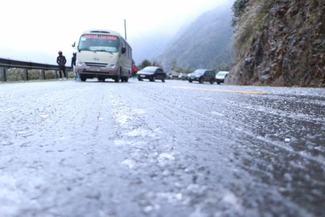 Cẩn trọng khi di chuyển trong điều kiện có băng tuyết - Ảnh 3.