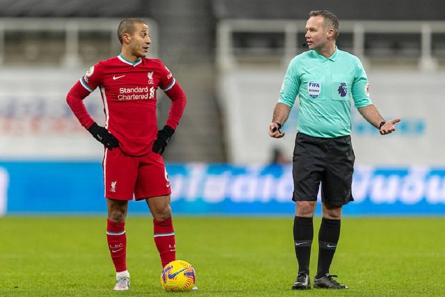 Trọng tài thân M.U sẽ bắt chính trận derby nước Anh - Ảnh 5.