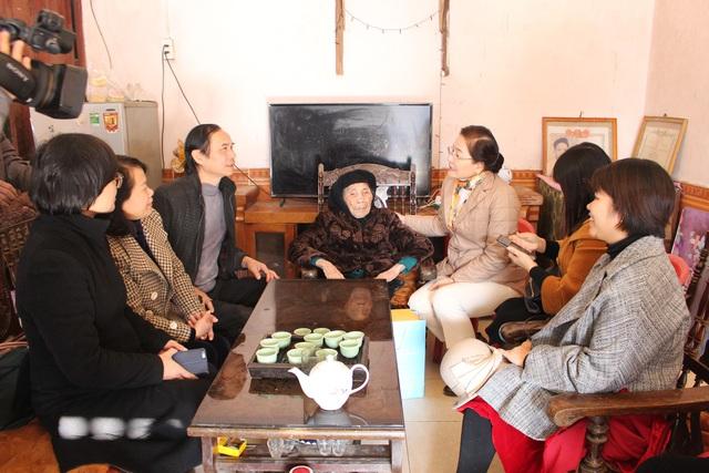 Tặng quà Tết cho 100 phụ nữ có hoàn cảnh khó khăn tại Lạng Sơn - Ảnh 2.