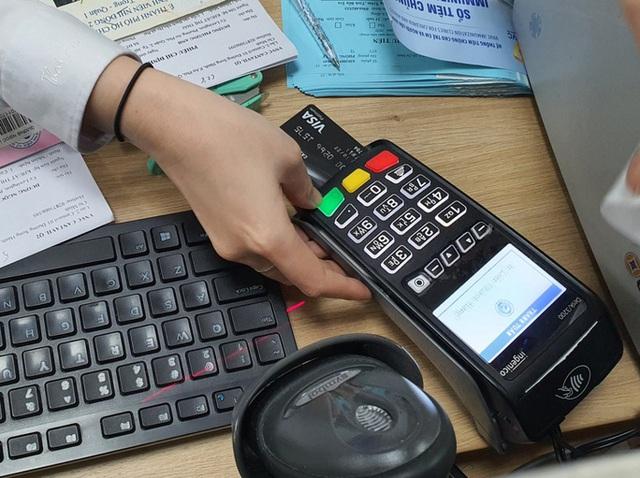"""Cảnh báo dịch vụ rút tiền đảo nợ thẻ tín dụng """"chui"""" - Ảnh 1."""